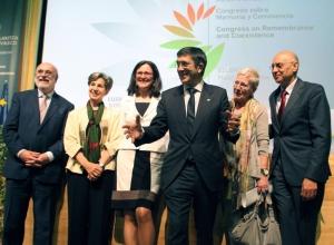 Med Isabel Allende, senator Chile tv och Patxi López, Baskiens president th