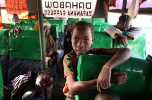 Somaliska flyktingar på väg genom Kenya, 2009. Foto: B. Heger/UNHCR