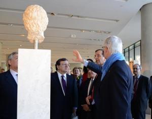 Samaras, Barroso och kommissionärerna på Acropolis museum http://gr2014.eu
